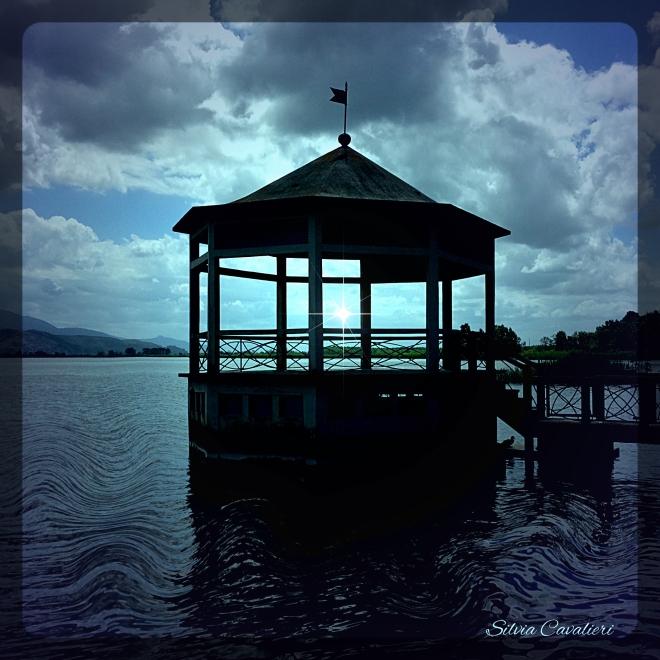 gazebo sul lago